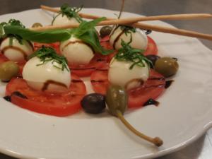 Mozzarella mit frischen Tomaten